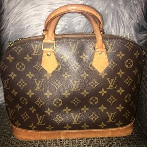 Lv alma used but still good condition